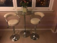 Bente Glass table with 2 bar stools