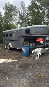 1998 titan 3 horse trailer with bed in front