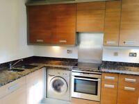 Large Modern Two double Bedrooms Apartment located Close to Hounslow High Street & Transport