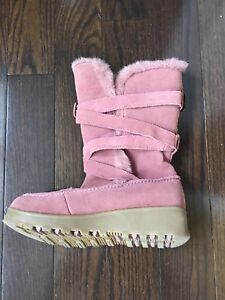 Women's size 6 winter boots Suede