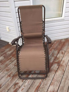 LAWN CHAIR-LOUNGE STYLE-USED