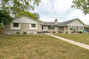 HOME/OFFICE COMPLEX FOR SALE! Near St.Clair College, Windsor, ON