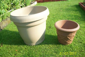 Gardening containers / Pots pour jardinage (Aylmer)