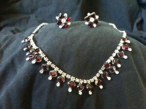 Vintage Avon Necklace and Screw on Earrings