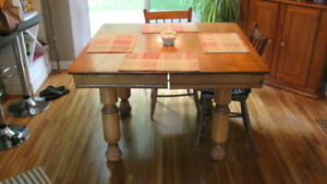 Antique Oak Dining Room table c/w 4 chairs $225 obo