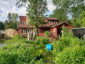 FANTASTIC HOME  A BLOCK FROM LAKE HURON  BEACH