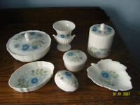 WEDGWOOD DECORATIVE CHINA PATTERN CLEMENTINE SEVEN PIECES UNUSED £35