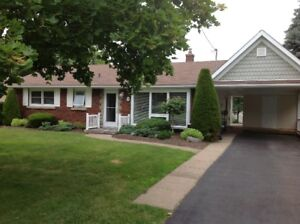 Lovely North End Bungalow for Garden Lovers -St Catharines