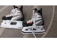 OXELO XLR 3 JUNIOR ICE SKATES (Worn twice) - Size UK Boys 13 - 2.5 (Adjustable)