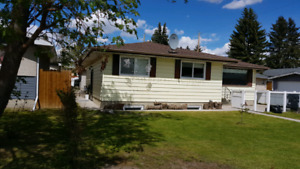 Innercity  5 bed.s suite down  2 kitchens  2full bath s Sept  1