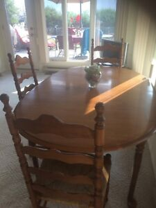 Beautiful dining table with 8 chairs