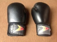 Boxing gloves Size 14 oz, £4