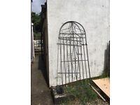 Free iron gate