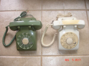 VINTAGE DESK TELEPHONES.