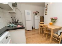 Twin Beds in Furnished rooms to rent in 4-bedroom flatshare in Putney