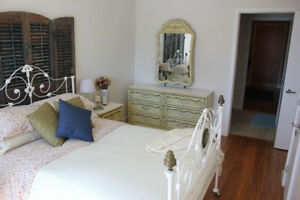 SOLID WOOD FRENCH PROVINCIAL ANTIQUE BEDROOM SET