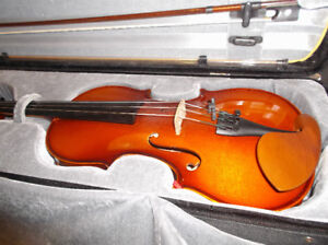 German made! Full size of valuable violin!