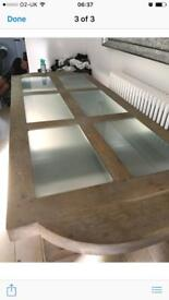 Solid Oak Dinning Table / Glass middle panels