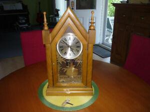 Horloge antique avec carillon