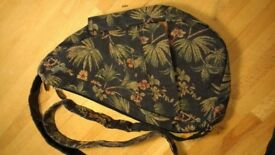 'Ameribag' healthy back bag in Tapestry. Non slip cross body strap. Loads of pockets