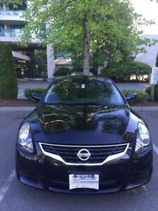 2010 Nissan Altima Coupe (2 door) Low Mileage