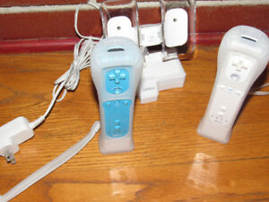 Nyko Wii Duel Charging Station With Two Controllers And Cover