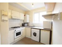 2 bedroom flat in High Street, Teddington, TW11
