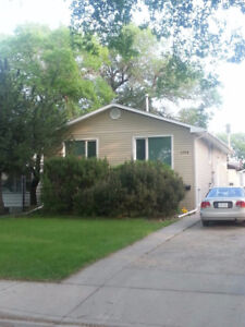 Raised bachelor suite for rent, on Osler very close to U of S