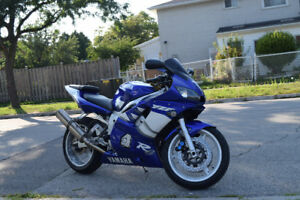 2000 Yamaha YZF-R6. Ridiculously Clean Bike $3,500 (Negotiable)