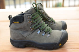 Keen leather hiking boots size youth 2