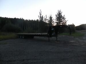 40ft goose neck trailer ( Near new condition)