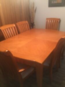 BEAUTIFUL DINING ROOM SET SOLID WOOD