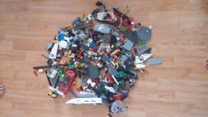 Lego - over 1360 assorted pieces
