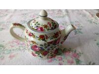 Floral Pattern Sadler Teapot