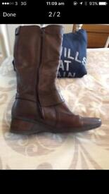 BROWN LEATHER BOOTS 6