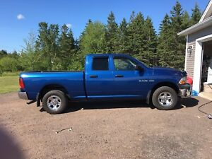 2010 DODGE RAM HEMI ONLY 114000KM