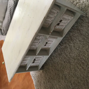 Off white coffee table with wicker baskets