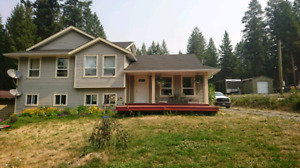 3 year old LAKE VIEW HOME!!