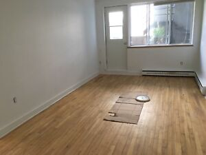 4 1/2, 2 chambres, stationnement, greenfield park.