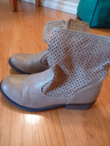 Girl's Ankle Boots - size 2