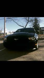 Selling mustang 2012 v6 3.7L