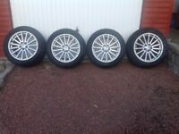 Land Rover Wheels and Tyres x 4 .