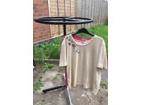 Round clothing display rack