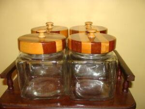 4 Pots en verre, couvercle en bois