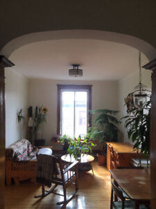 Lease transfer for charming and sunny 1 bedroom in Mile-End
