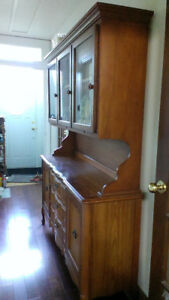 Magnifique display cabinet to sell /vitrine a vendre