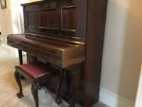 Upright piano free to uplift