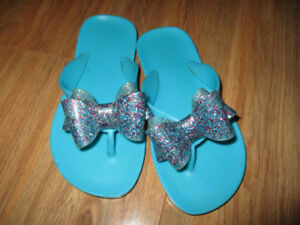 sparkly bow flip flops