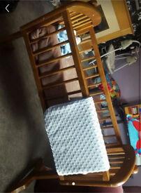 NEED GONE ASAP!Swinging crib