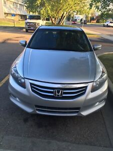 2012 Honda Accord V6 Mint Condition Fully loaded